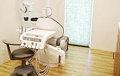 車椅子のまま治療が受けられる診療ユニット